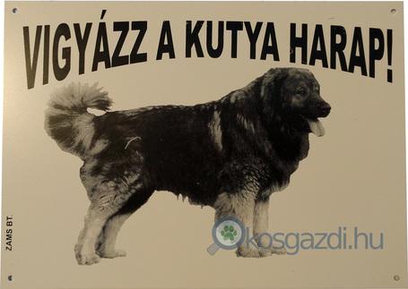 Vigyázz a kutya harap! – Kaukázusi juhászkutyát ábrázoló figyelmeztető fémtábla